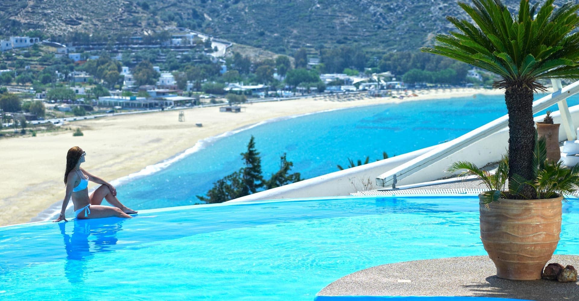 Santorini e Ios dove il mare è più blu…