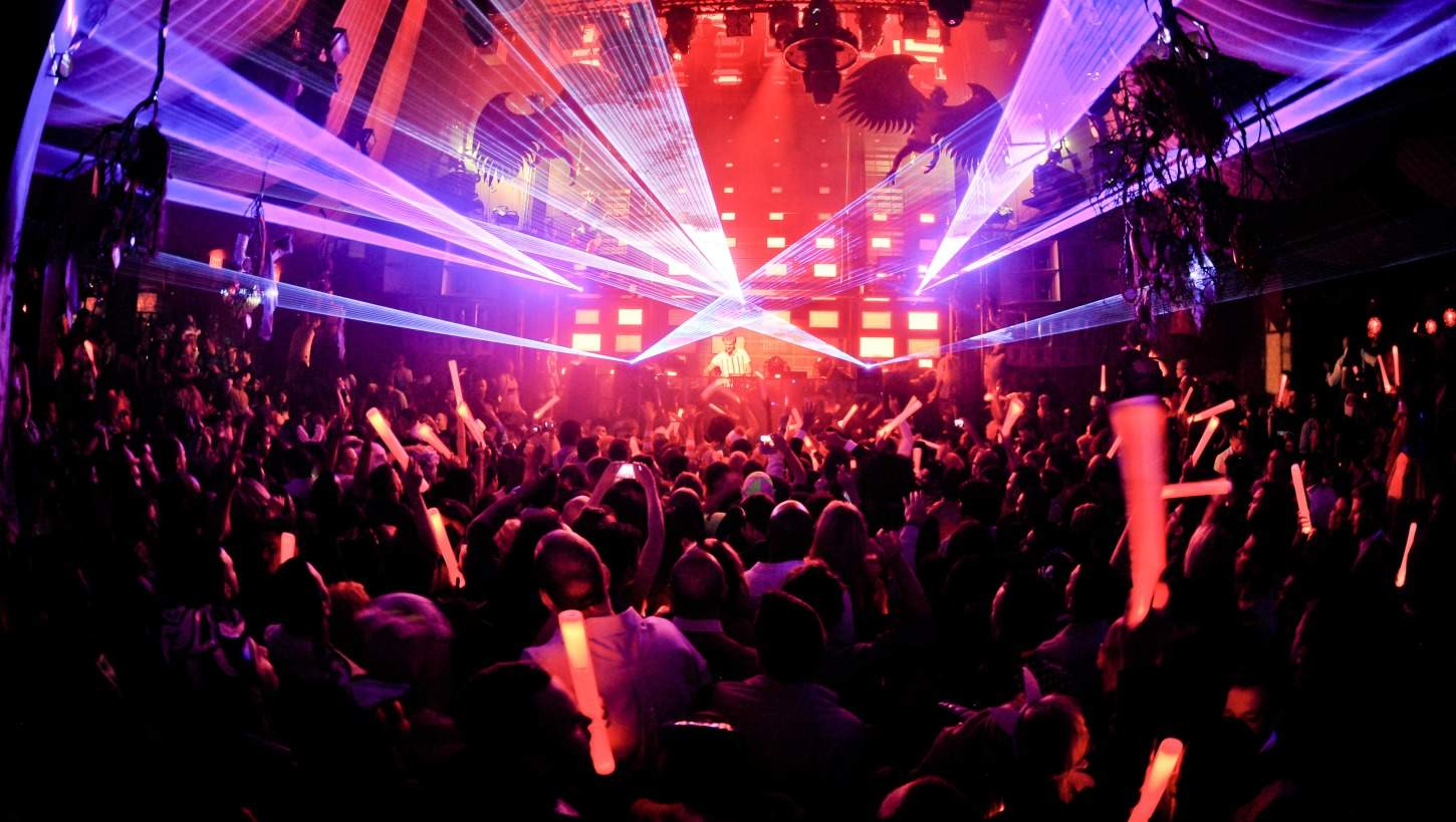 Night-Club-Clubbing-Jobs-Abroad