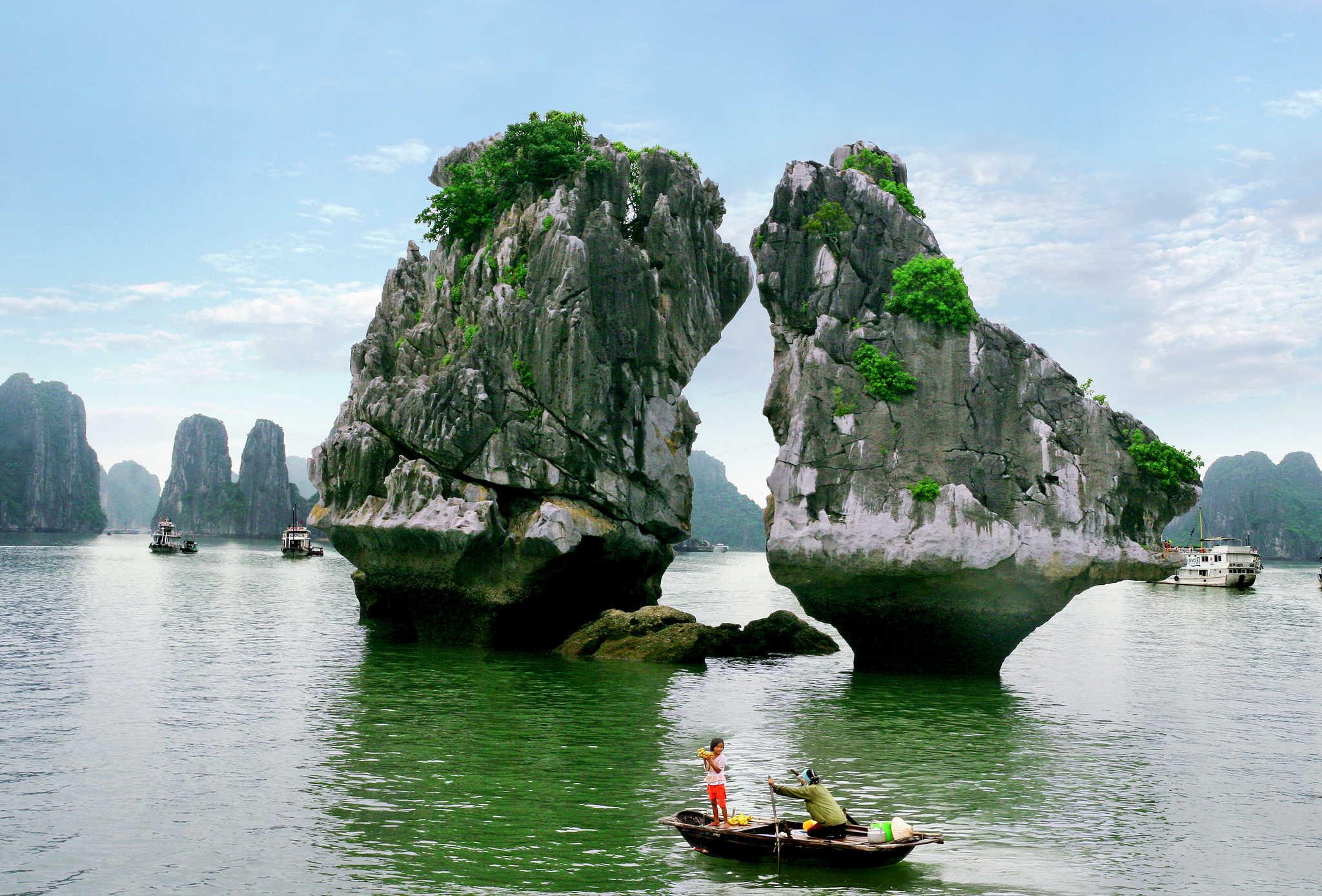 U035.Ga Choi Islet in Ha Long bay