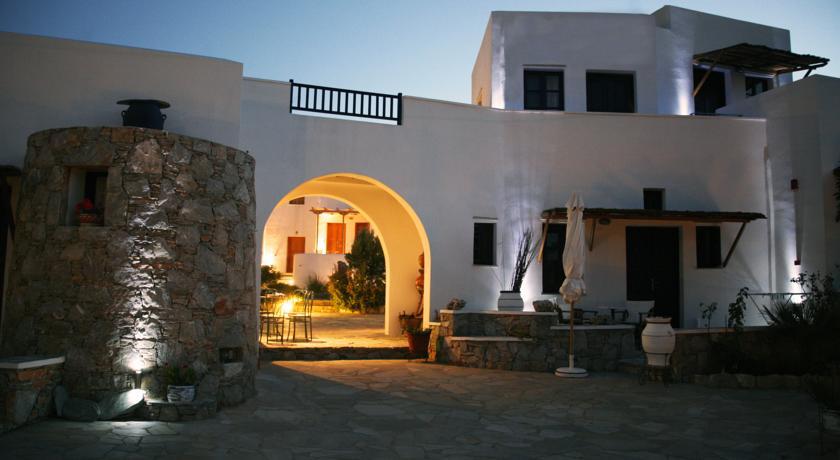 Coral apartment folegandros