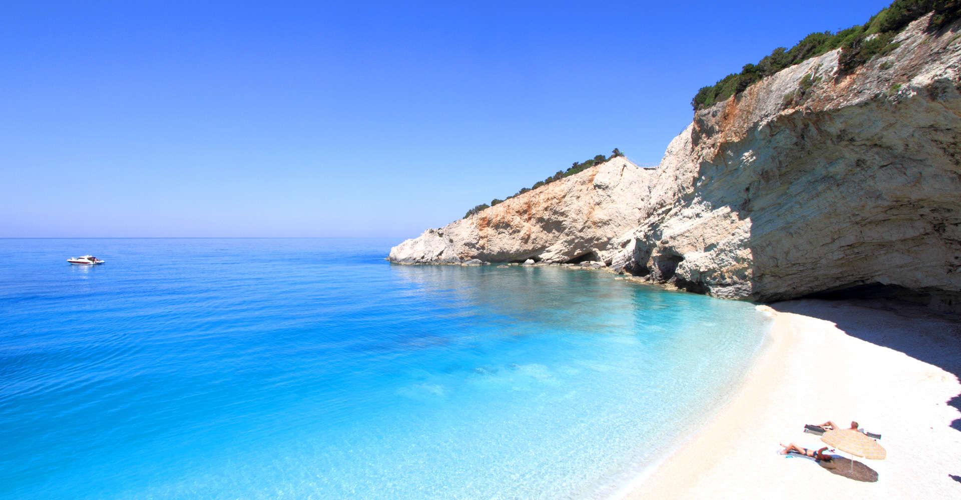 Lefkada Vacanza tra ulivi, cipressi e spiagge bianchissime