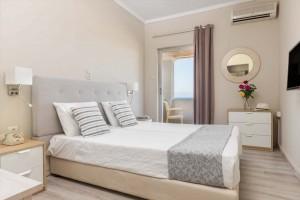 hotelerikousa-erikousa-island-standard-room-03-1024x683
